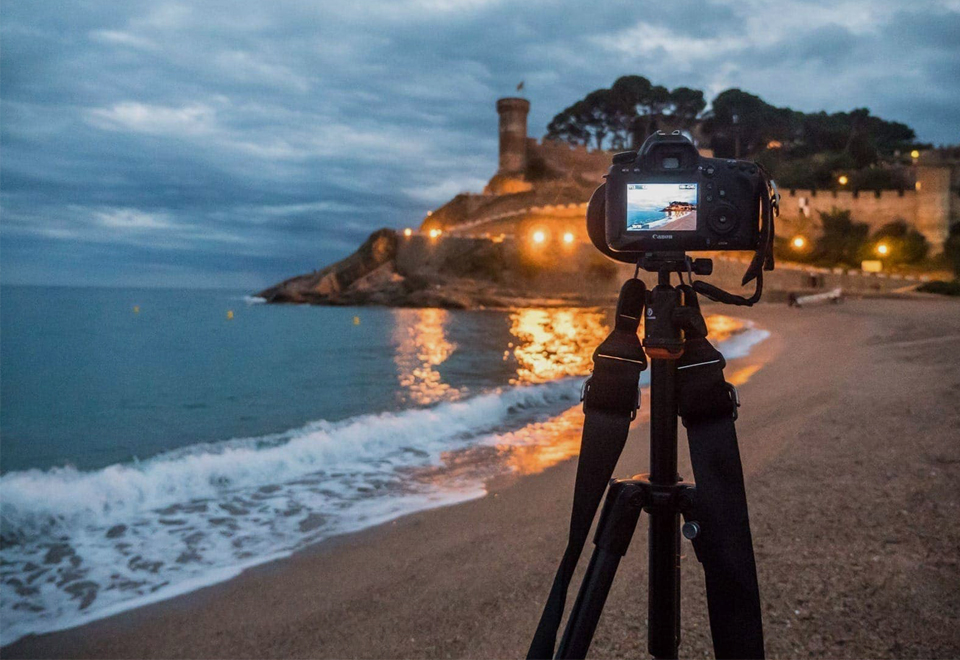 13 Best Travel Tripod for Amazing Photographs in 2020 [Updated Buying Guide]